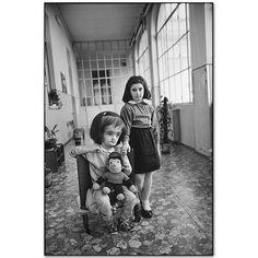 Mary Ellen Mark - Hydrocephalic Girl with Her Sister, Torino, Italy, 1990