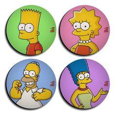 Porta Copos Simpsons em Neoprene.  Contém 4 porta copos. R$ 19,90 Bolo Simpsons, Simpsons Party, The Simpsons, Art Fair, Manicure, Cupcakes, Angel, Animation, Stickers