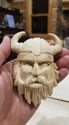 Wood Carving Faces, Dremel Wood Carving, Wood Carving Designs, Wood Carving Patterns, Wood Carving Art, Whittling Projects, Whittling Wood, Small Wood Projects, Viking Art