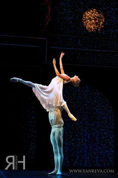 "Polina Semionova Полина Семионова as ""Juliet"" and Friedemann Vogel as ""Romeo"", ""Romeo and Juliet Romeo und Julia"" choreography by John Cranko, Staatsballett Berlin Berlin State Ballet"