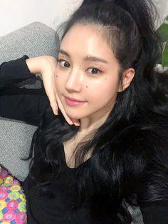 Son Na Eun Apink❤180625 Kpop Girl Groups, Korean Girl Groups, Kpop Girls, Kwon Hyunbin, Son Na Eun, Apink Naeun, Selfie, Asian Actors, Best Face Products