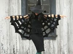 No-Sew Halloween Spiderweb Cape {easy halloween costumes}