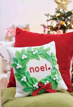 Christmas Mistletoe Cushion and Decs - Free sewing patterns - Sew Magazine Easy Knitting Patterns, Felt Patterns, Sewing Patterns Free, Free Sewing, Christmas 2019, Christmas Ideas, Christmas Crafts, Christmas Decorations, Xmas