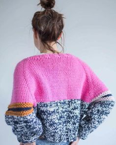 Love the different coloured details c/o - Knitwear - Knitwear Fashion, Knit Fashion, Cute Fashion, Knitting Blogs, Knitting Patterns, Sweater Weather, Knit Crochet, Creations, Cute Outfits