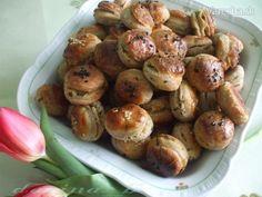Bryndzovo-cesnakové pagáčiky s kváskom (fotorecept) - recept Baked Potato, Sprouts, Appetizers, Food And Drink, Potatoes, Baking, Vegetables, Ethnic Recipes, Gardening