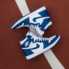 Air Jordan Retro 1 High OG 'Storm Blue' is available now at Jimmy Jazz
