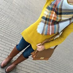 Mustard Tunic Sweater, Jeans, Boots and Chunky Scarf Senf Tunika Pullover, Jeans, Stiefel und Chunky Schal Mustard Sweater Outfit, Mustard Yellow Outfit, Mustard Yellow Sweater, Sweater Outfits, Tunic Sweater, Yellow Outfits, Sweater Boots, Blanket Scarf Outfit, How To Wear A Blanket Scarf