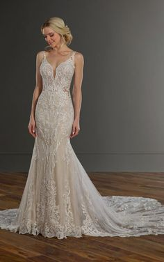 Sexy Lace Wedding Dress with Shaped Train - Martina Liana 1111 V Neck Wedding Dress, Best Wedding Dresses, Designer Wedding Dresses, Wedding Gowns, Wedding Dress Shapes, Ivory Lace Wedding Dress, Ball Dresses, Ball Gowns, Martina Liana