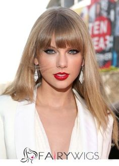 Taylor Swift is a big star. She is a american singer and the very interesting hairstyle is her. Taylor swift hair style is here now. Taylor Swift Rojo, Taylor Swift Facts, Taylor Swift Pictures, Taylor Alison Swift, Red Taylor, Short Hair With Bangs, Hairstyles With Bangs, Short Hair Styles, Hair Bangs