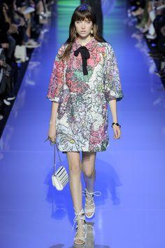 Elie Saab Spring 2016 Ready-to-Wear Fashion Show - Greta Varlese (Elite)