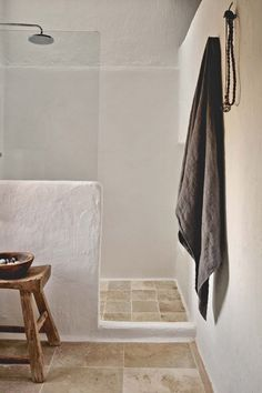 Great island vacation with rustic-chic styling in Ibiza -.-Toller Inselurlaub mit rustikal-schickem Styling auf Ibiza – Besten Haus Dekoration Great island vacation with rustic-chic styling in Ibiza - Natural Interior, Diy Interior, Bathroom Interior Design, Ibiza Style Interior, Ibiza Stil, Turbulence Deco, Tadelakt, Rustic Bathrooms, Luxury Bathrooms