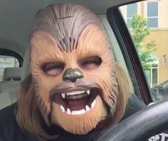 Madre con una máscara de Chewbacca y su carcajada rompe récord de Facebook Live