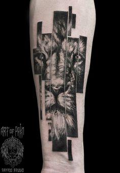Lion tattoo on forearm black and grey by Elizaveta Ostanina Half Sleeve Tattoos Drawings, Arm Sleeve Tattoos, Forearm Tattoos, Body Art Tattoos, Tiger Tattoo Design, Geometric Tattoo Design, Tattoo Designs, Lion Arm Tattoo, Arm Band Tattoo