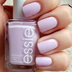 Purple nails published in our Douglas Beauty Community DE and created by: Chris     #douglasbeautycommuity #purple #douglas #nails #essie