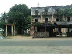 Bâtiment colonial à Bassam en Côte D'Ivoire en Afrique de L'Ouest