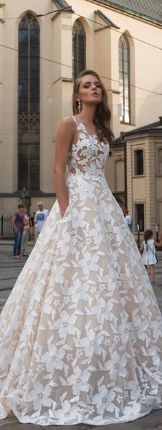 Dominiss Wedding Dress 2017 **i want pockets! Bridal Dresses, Bridesmaid Dresses, Prom Dresses, Bridal Bouquets, Wedding Attire, Wedding Gowns, Bling Wedding, Wedding Flowers, Beautiful Gowns