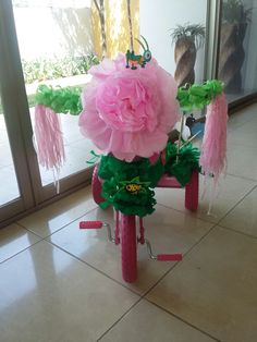 Triciclo de primavera Bike Decorations, Bike Parade, Antique Bicycles, Bicycle Decor, School Events, Giant Paper Flowers, Toddler Costumes, Spring Festival, Dog Halloween