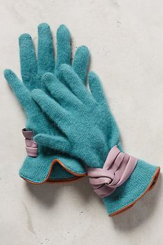 Bow-Cuffed Gloves - #Anthrofave
