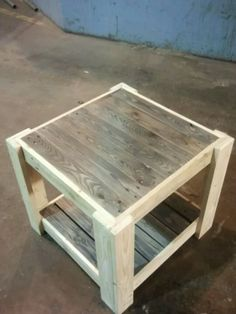 schöner Palettentisch als Inspiration ...  ----  nice little table from pallets for inspiration Woodworking Furniture, Diy Pallet Furniture, Wood Furniture, Diy Pallet Projects, Small Wood Projects, Wood Pallets, Table From Pallets, Crate Table, Homemade Furniture