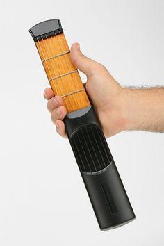 아이디어 > PRODUCT > 호주머니 속에 쏙 들어가는 연습용 '포켓 기타'