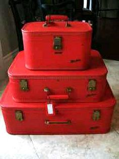 Another vintage luggage set Vintage Suitcases, Vintage Luggage, Vintage Bags, Simply Red, Hat Boxes, Red Aesthetic, Red Hats, Shades Of Red, Little Red