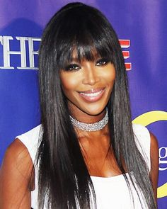 Vintage Hairstyles With Bangs Supermodel extraordinaire Naomi Campbell mirrored the sleek texture of her layers with smooth fringe. - The Best Celebrity Bangs Face Shape Hairstyles, Hairstyles For Round Faces, Vintage Hairstyles, Hairstyles With Bangs, Hairstyle Ideas, Claudia Schiffer, Irina Shayk, Top Models, Adriana Lima