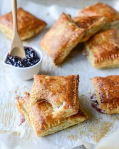 ► Smoked Cheddar and Cherry Jam Pastry Pop Tarts Recipe: frozen puff pastry, cherry jam, smoked cheddar cheese, egg, salt and pepper. Puff Pastry Dough, Puff Pastry Recipes, Phyllo Recipes, Puff Pastries, Jam Tarts, Just Desserts, Snack Recipes, Favorite Recipes, Yummy Food