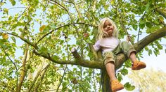 When engaged in risky play, kids get manageable quantities of fear so they can practice keeping their wits about them and behaving adaptively. People Photography, Children Photography, Tree Watch, Mango Tree, The Perfect Girl, Kid Poses, In The Tree, Climbing, Childhood