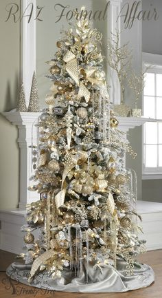 RAZ Christmas Trees i love a gold and silver christmas tree decor :) Christmas Tree Inspiration, Beautiful Christmas Trees, Elegant Christmas, Decoration Christmas, Christmas Tree Themes, Christmas Tree Decorations, Decorated Christmas Trees, Luxury Christmas Tree, Christmas Trends