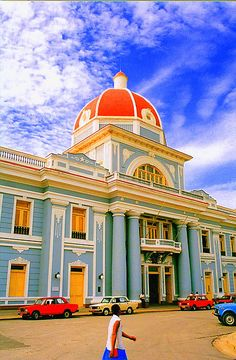 Cienfuegos, Cuba - the central square with vintage restored buildings. By EsrAli