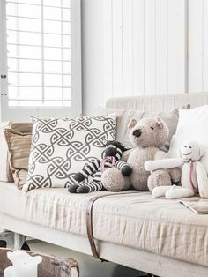 Knitted stuffed animals made in Kenya by the brand Kenana Knitters Knitted Stuffed Animals, Canapé Design, Bebe Baby, Piece A Vivre, Baby On The Way, Nature Paintings, Kidsroom, Decoration, Linen Bedding