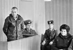 Осужденный за тунеядство в зале суда, 12 ноября 1987 года  А если бы в наше время судили за тунеядство😏
