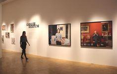 """Die Ausstellung """"Fette Beute. Reichtum zeigen"""" versammelt 150 künstlerische Fotografien aus mehr als 100 Jahren, Amateuraufnahmen, Videoarbeiten und Dokumentarfilme und ist noch bis zum 11. Januar 2015 im Hamburger Museum für Kunst und Gewerbe zu sehen."""