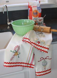Vintage Embroidery Designs Hand Embroidery Pattern - Merry Merry Dish Towels - Cosmo embroidery floss required for these hand embroidered dish towels: Embroidery Transfers, Hand Embroidery Stitches, Crewel Embroidery, Hand Embroidery Designs, Embroidery Ideas, Beginner Embroidery, Hand Stitching, Paper Embroidery, Embroidery Books