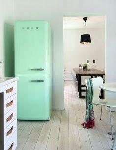 mint green fridge.... Yummmmy!