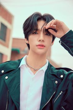 Stray Kids released the digital single Double Knot on October This digital single is rummored to be included in Stray Kids' new album Clé : LEVANTER on November Here are the concept photos Short Hair For Kids, Felix Stray Kids, K Pop Music, Kids Shorts, Lee Know, Celebs, Celebrities, Lee Min Ho, Poses