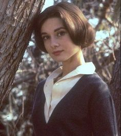 """♡ Audrey Hepburn ♡ shared a photo on Instagram: """"Audrey Hepburn, 1957. #audreyhepburn#50s#audrey_hepburn"""" • See 876 photos and videos on their profile. Audrey Hepburn Style Hair, Photo And Video, Hair Styles, Clothes, Instagram, Profile, Videos, Girls, Photos"""