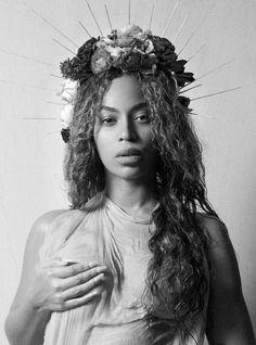 Vous pensiez que Beyonce se contenterait de dévoiler un seul cliché de sa grossesse? Non,