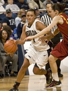 Tahnee Robinson, first Native American to be drafted in the WNBA. Native American Actors, American Indians, American Athletes, 90s Urban Fashion, Face Profile, Popular Sports, Wnba, Community College, First Nations