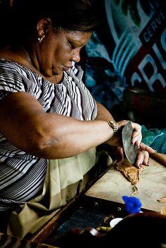 Hand Rolled Cigars, Cuba Ecuador, Zigarren Lounges, Havanna Cuba, Best Cigar Humidor, Cuba Today, Peru, Old American Cars, Chile, Cigar Art