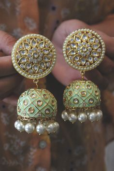 Green Meenakari and Kundan Jhumkas - Paisley Pop Source by indian Indian Jewelry Earrings, Indian Jewelry Sets, Jewelry Design Earrings, Gold Earrings Designs, Indian Wedding Jewelry, Antique Jewellery Designs, Fancy Jewellery, Stylish Jewelry, Fashion Jewelry