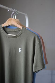 Overview: * Unisexshirt * Screen printed Signature E  * Loosecrew neckline       Content & Care: * 100% Cotton * Machine wash *Made in USA Size information: