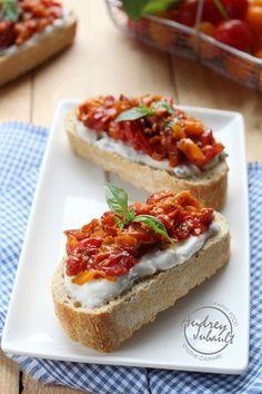 Bruschetta à la ricotta-basilic et compotée de tomates