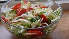7 salate delicioase cu varza. Salate vegane pentru slabit sanatos Plat Vegan, Romanian Food, Romanian Recipes, Good Food, Yummy Food, Cata, Salad Recipes, Cabbage, Salads