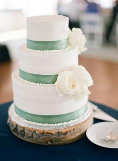 Love the mint details on this wedding cake: http://www.stylemepretty.com/little-black-book-blog/2014/11/06/rustic-missouri-farm-wedding/ | Photography: Lisa Hessel - http://lisahesselphotography.com/