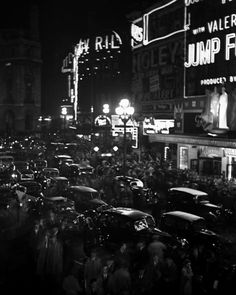 Piccadilly Circus - Bill Brandt