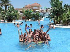 Juegos familiares en la piscina del Camping Marjal Guardamar