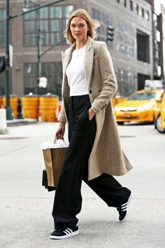 Model Karlie Kloss has the legs to pull off sneakers with palazzo pants and it is a hot look. | 6 Style Tips On How To Wear Palazzo Pants