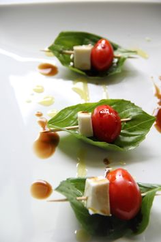 Caprese Appetizer, Yummy Appetizers, Appetizers For Party, Appetizer Recipes, Snack Recipes, Cooking Recipes, Antipasto Platter, Caprese Salad, Keto Recipes
