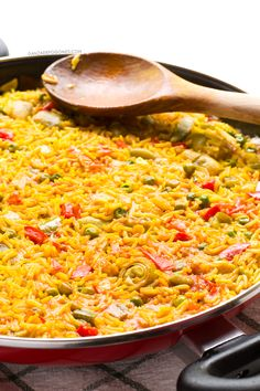 First to try 😊 Vegan Spanish Paella. Paella is one of the most famous Spanish dishes. Vegan Spanish paella is delicious. It's also cheaper, lighter and healthier than the traditional one Veggie Recipes, Whole Food Recipes, Vegetarian Recipes, Cooking Recipes, Healthy Recipes, Vegetarian Paella, Delicious Recipes, Vegan Recipes, Veggies
